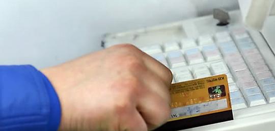 """你的信用卡""""爆""""了没 韩国人去年平均欠费近2万"""