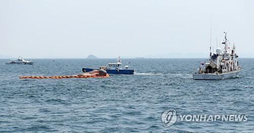 동해상에서 구조된 북한 선원…2명은 송환, 2명은 귀순
