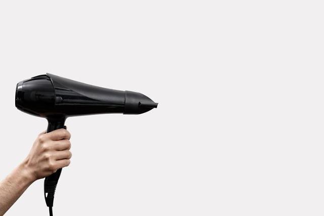 [임애신 기자의 30초 경제학] 헤어드라이기는 어떻게 뜨거운 바람을 만들까?