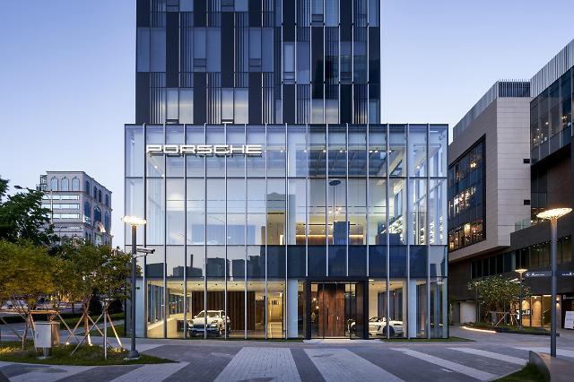 """포르쉐, 서울 청담에 미래형 쇼룸 포르쉐 스튜디오 문열어... """"새로운 경험 제공할 것"""""""