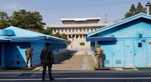 漂流南下朝鲜渔船2名渔民返朝2人投韩