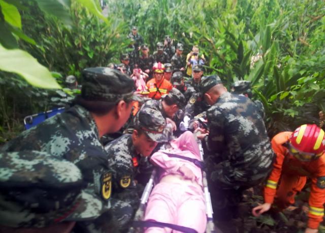中 시진핑, 쓰촨성 지진 구조 총력 지시…사상자 200명 돌파