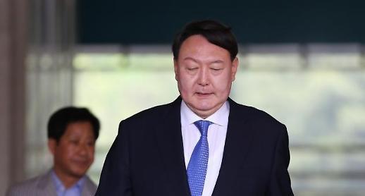 윤석열, 권력 외압 맞서다 사임한 첫 총장 돼 보라