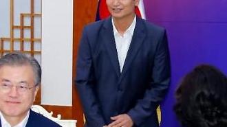 """文대통령, U-20 대표팀 靑 초청...""""성적 대단했지만 과정 더 좋아"""""""