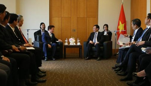 Phó Thủ tướng Vương Đình Huệ gặp gỡ các tập đoàn lớn tại Hàn Quốc