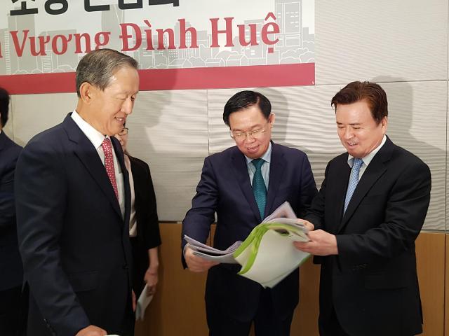 베트남 적극 투자 요청한 브엉 부총리