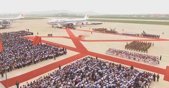 북한 찾은 시진핑에 환호하는 평양시민들