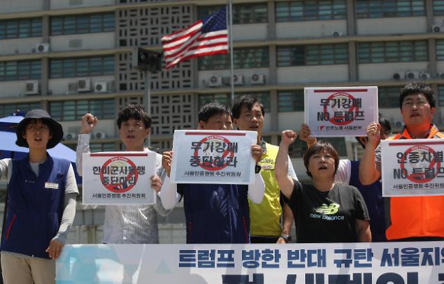 首尔现反对特朗普访韩集会