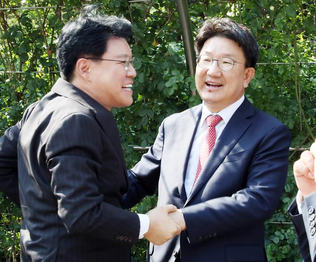 [포토] 미소 짓는 권성동 의원
