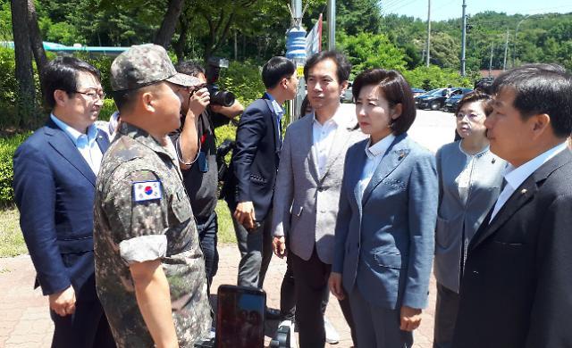 [포토] 해군 1함대 출입거부 당한 자유한국당