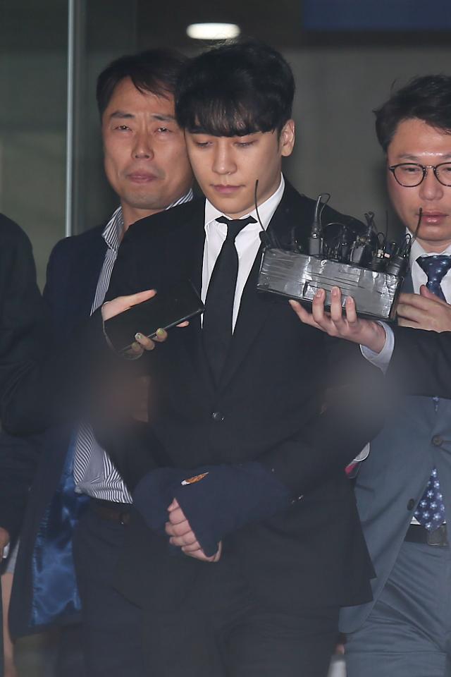 버닝썬 수사 마무리...승리, 7개 혐의 기소의견으로 검찰 송치