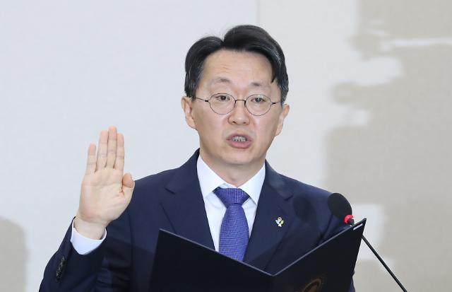 [포토] 선서하는 김현준 국세청장 후보자