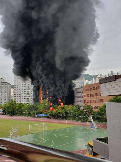 [속보] 은평구 화재, 서울 은명초등학교 화재 발생…네티즌 검은 연기 장난아니다