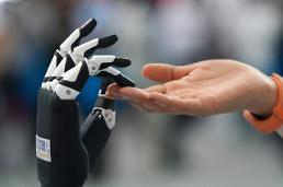 .2030年机器人将抢走2千万个工作岗位.