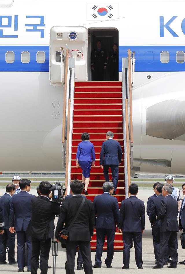 文대통령, 日오사카 도착...오후 한중 정상회담