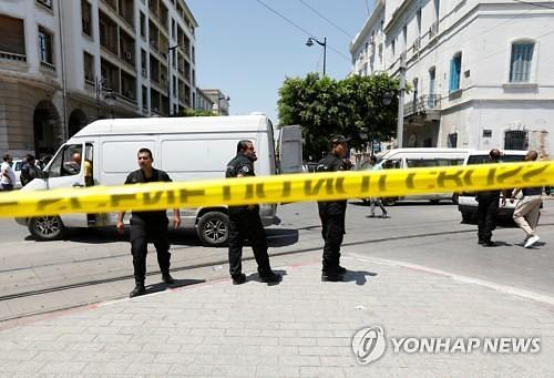 튀니지 수도서 연쇄 자폭공격...경찰 1명 사망