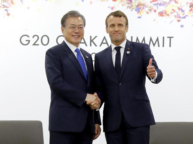 韩法总统握手
