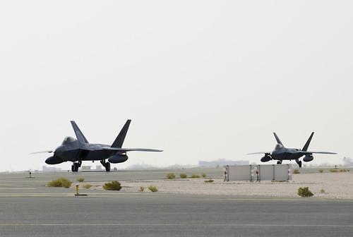 美, F-22 전투기 편대 카타르에 첫 배치…이란 압박