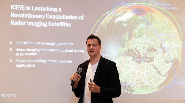 구름 넘어 우주로... 위성 인터넷으로 통신사 자리 위협하는 아마존