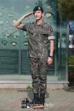 .Actor Kim Soo-hyun ends military service at frontline army camp .