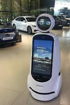 「現代モータースタジオ」ではロボットが案内を…LG電子と現代自動車、テストサービス披露