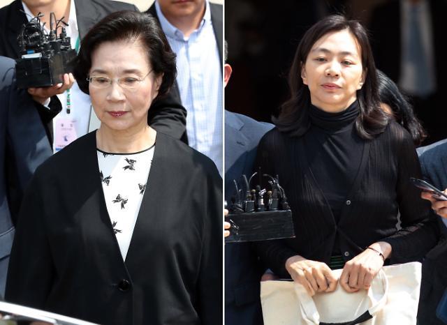 '필리핀 가정부 불법고용' 이명희·조현아 모녀 1심 집유…구형량 가중(종합)