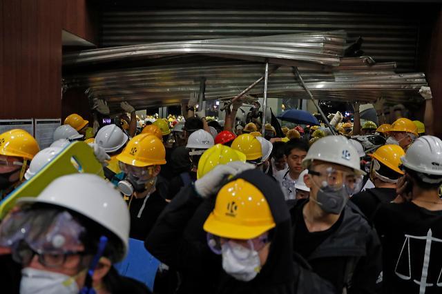 홍콩 과격시위 후폭풍…中 강경 개입할까