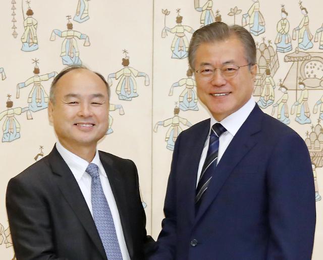 文在寅接见日本软银董事长孙正义共商AI发展大计