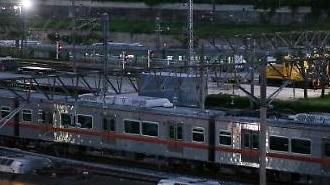 """[부산 지하철 파업] 출·퇴근 때는 정상 운행하지만…시민 """"비도 오는데 파업이라니 에휴"""""""