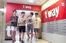 .Tway Air allows office workers to wear shorts and sandals.