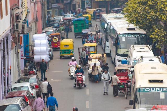 인도 유동성 부족 자동차 판매도 덮쳤다