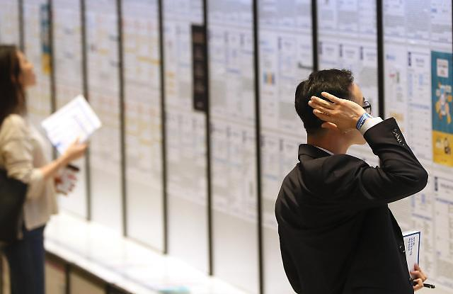 갈수록 좁아지는 재취업 구멍…노동생산성 둔화