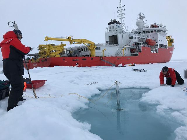 쇄빙연구선 아라온호,10번째 북극행에 나서