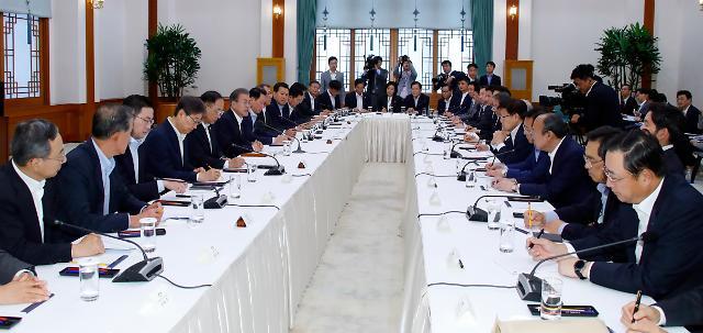 일본發 경제 보복에 휘청거린 문재인 대통령 지지율