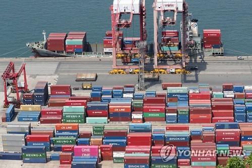 """정부 """"소비 완만한 증가…수출·투자 부진 흐름 이어져"""""""