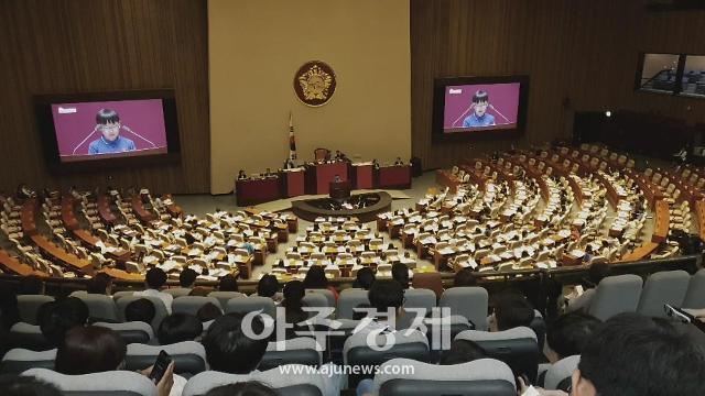 전국에서 모인 142명의 어린이 일일 국회의원 됐다