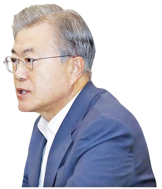"""文대통령, '인물난' 속 개각 고민…靑 """"이달 내 개각 어려울 듯"""""""
