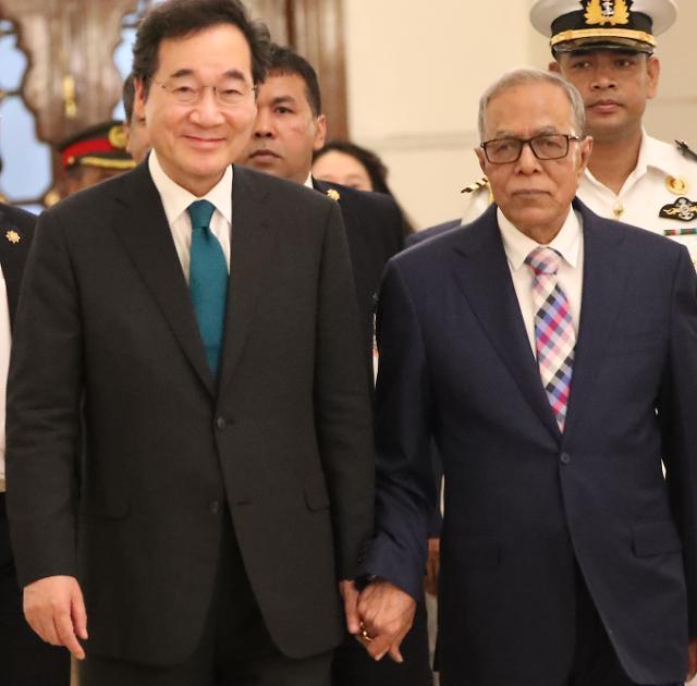 [포토] 이낙연 총리 손잡은 방글라데시 대통령