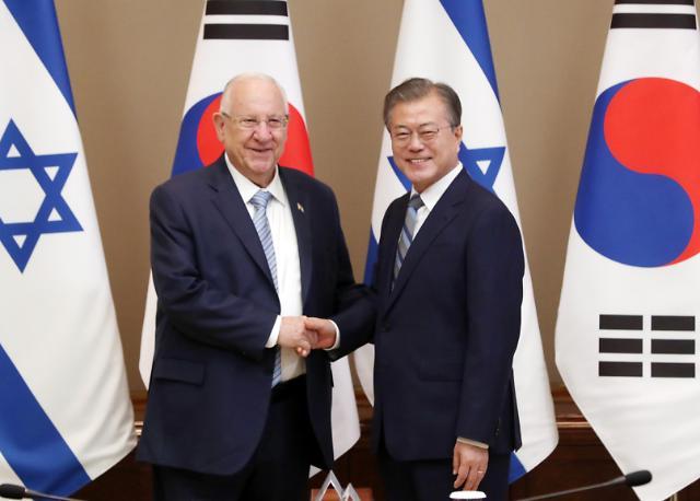 文在寅会见以色列总统鲁文·里夫林  就半岛及中东局势交换意见