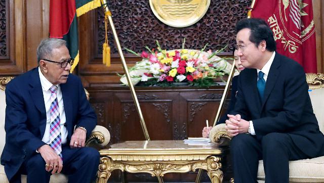 """孟加拉国总统""""我家孙子很喜欢BTS"""" 韩总理""""回头给他寄签名CD"""""""