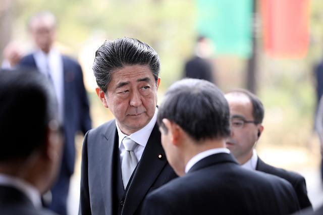 추락하는 아베 지지율 韓 공격도 힘 못써…日국민 관심은 연금·소비세