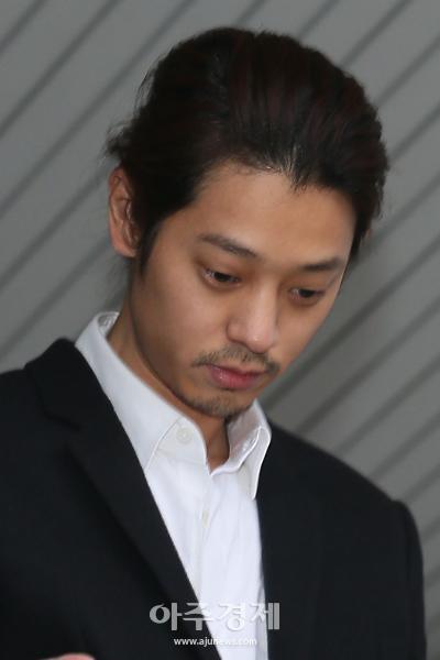 '집단 성폭행' 혐의 정준영·최종훈 오늘 첫 정식재판