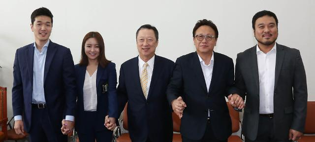 """박용만 회장 """"스타트업, 기성세대가 만든 규제 덫에 갇혀"""""""