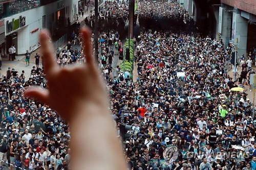 """""""홍콩 정부, 송환법 시위 맞서 계엄령 검토"""""""