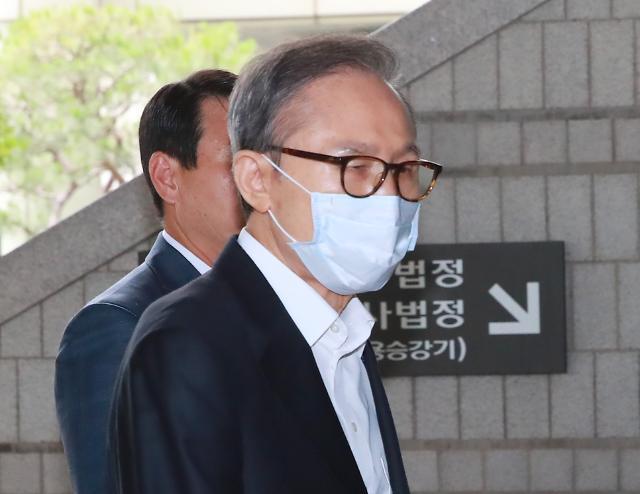 [포토] 항소심 공판 출석하는 이명박