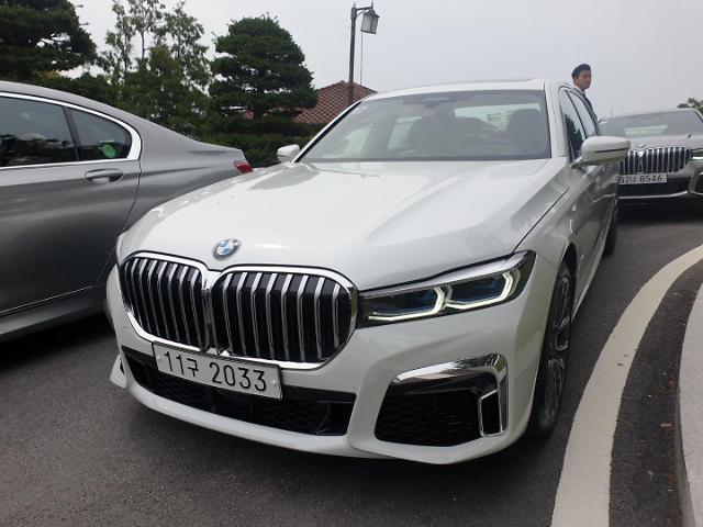 [시승기]BMW 뉴 7시리즈...고속질주에도 뒷좌석은 퍼스트 클래스