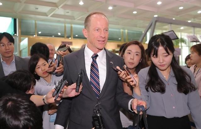 戴维·史迪威会见康京和等韩国官员