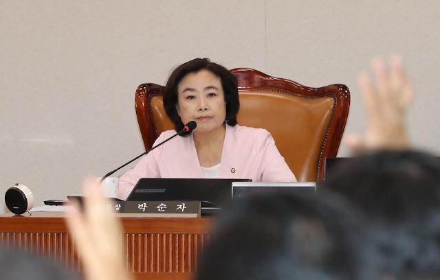 한국당 윤리위, 국토위원장 버티는 박순자에 징계 착수…23일 결론
