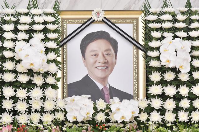 """여야, 정치권 정두언 조문행렬…""""보수 정치 큰 족적 남겨"""""""