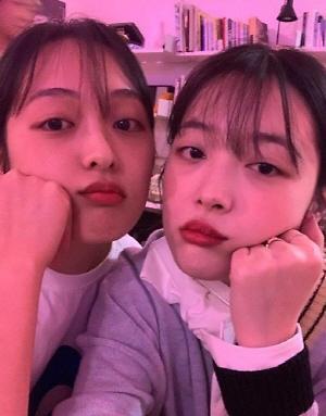"""김보라, 설리와 무슨 사이? 닮은꼴 만남+인증샷까지…""""15년 만에 만났다"""""""